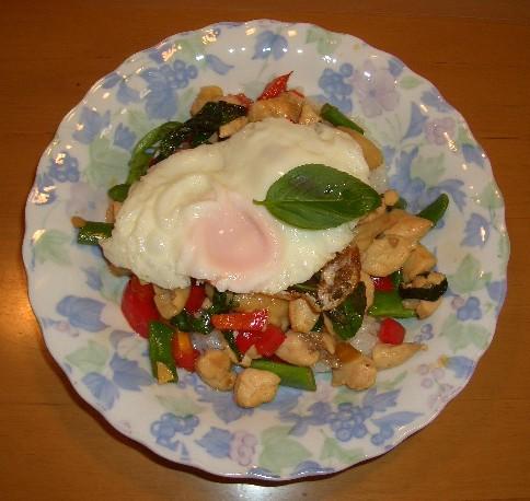 タイ風 鶏肉のバジル炒めご飯