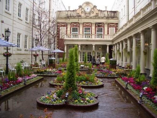 ホテルアムステルダム中庭1