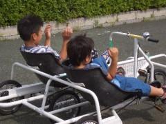 二人乗り自転車でもぶっ飛ばしてました