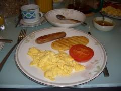 卵とソーセージとベイクドトマト