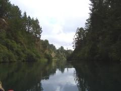 実は川ではなく、堰止湖らしいです