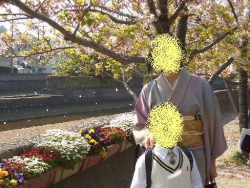桜吹雪と花と一緒に
